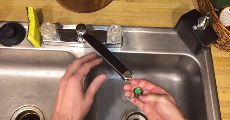 How to Adjust the Water Flow on a Faucet